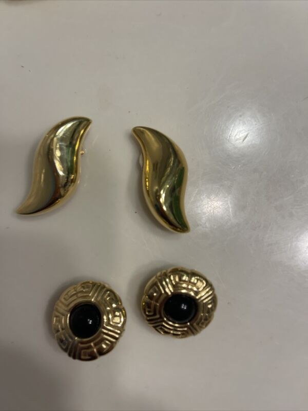 Givenchy Paris New York Gold Tone Antiqued Button Clip On Earring And  A Gold Pa