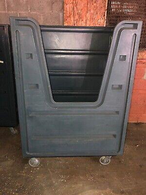 Meese Commercial Laundry Cart V Cut Excellent Condition Santi Linen Carts