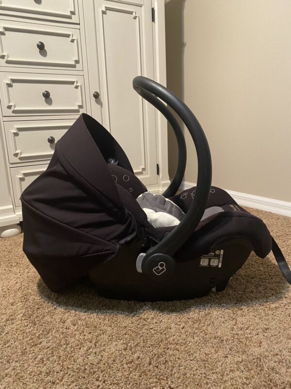 Maxi-Cosi Mico 30 Infant Car Seat in Night Black With Infant Insert And Base