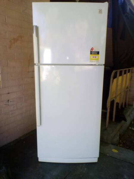 READY TO BE PICKED UP TODAY!!! 405 Litre Daewoo Fridge/Freezer ...