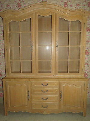 Ethan Allen Country French Lighted Glass China Cabinet 26 6318 Bisque 270 -