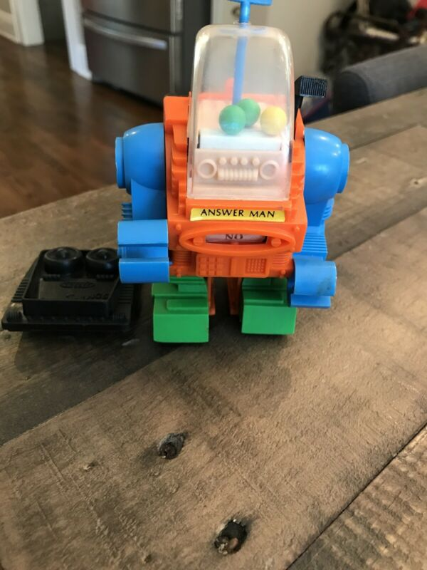 1970 TOPPER TOYS DING A LING LINGS ANSWER MAN ROBOT RARE W/ POWER PACK