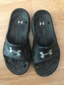 Boys Under Armour slip on sandals size 13