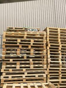 Free wooden Pallet(Monday to Friday 6:30 to 5:00)