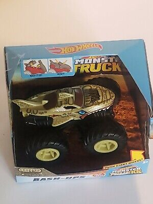 Hot Wheels - Bash-Ups Monster Trucks - Zombie Shark Push Giant Wheels NIB GCF94
