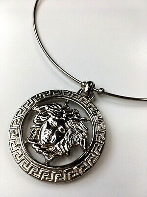 GIANNI VERSACE VINTAGE '90s MEDUSA RELIEF WIRE CHOKER NECKLACE PENDANT ITALY