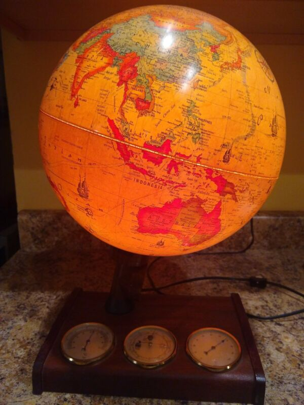 Vintage 1980 lighted Scan Globe Karl F Harig Denmark World Discoverer