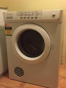 Electrolux 6kgs Clothes Dryer EDV605 Turramurra Ku-ring-gai Area Preview