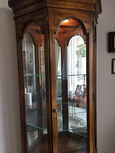Curio cabinet in mint condition