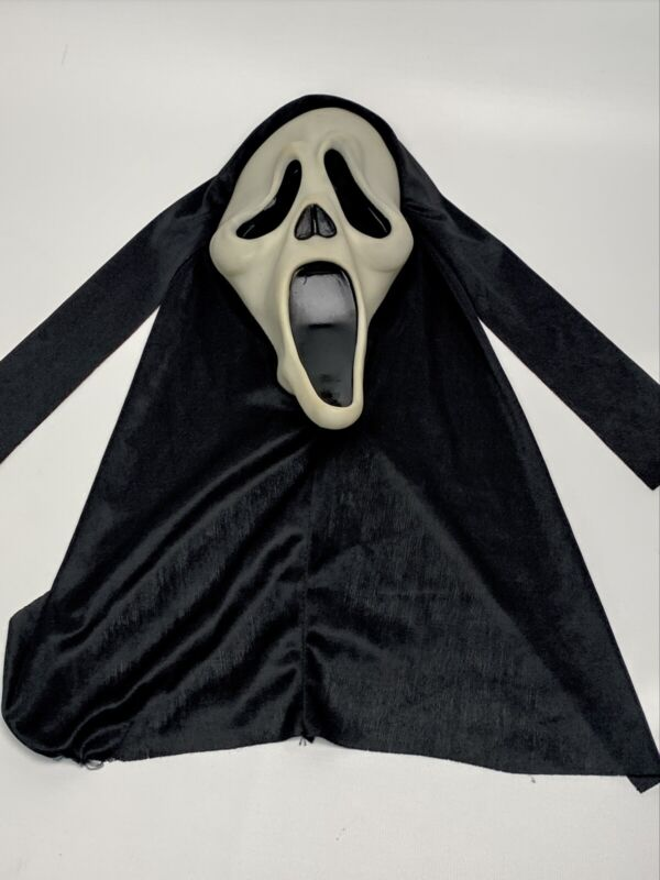 Fun World Div/Easter Unlimited SCREAM Movie GHOST FACE MASK 9206 GLOWS