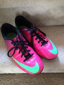 Nike Soccer Cleats---size US 5