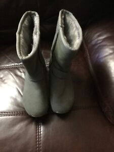 Sketchers Boots Size 5