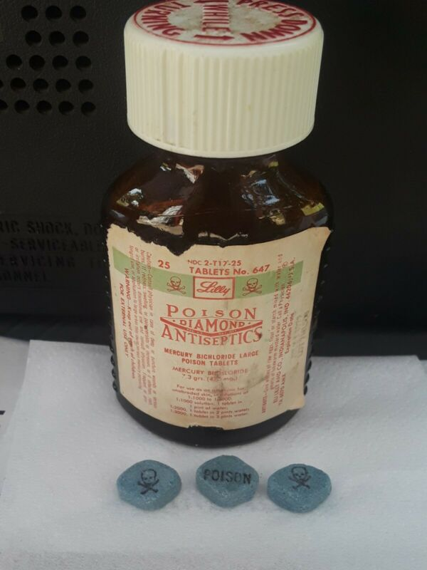 1979 Vintage LILLY Glass Poison Bottle Diamond Antiseptics SKULL & CROSSBONES