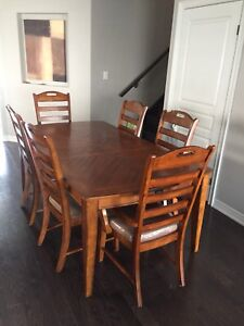 Hamilton & Spill Dining Room Table & Chairs