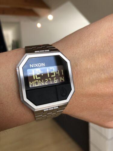 Nixon Re-Run Silber All Black Digital Uhr LCD Retro