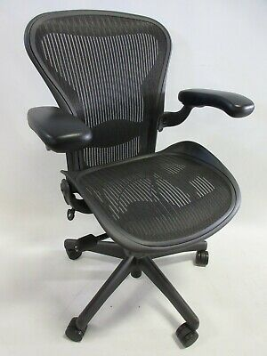 Herman Miller Aeron Chair - Size B In Excellent Condition - Manufactured In 2014