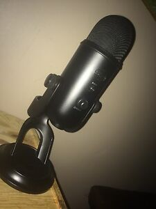 Blue Yeti Black Edition with Pop Filter *MINT CONDITION*
