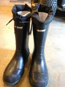 Men's rubber boots steel toe , never worn size 9