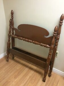 Antique/Vintage Poster Bed