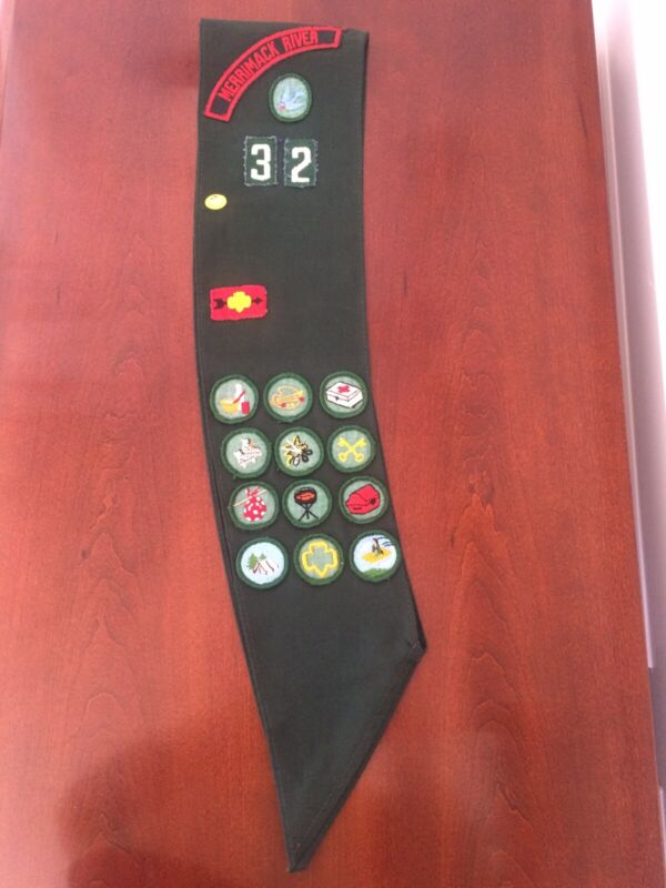 VINTAGE GIRL SCOUT SASH WITH BADGES