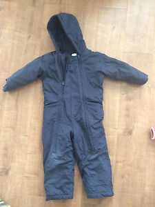 Old Navy 5 T snow suit