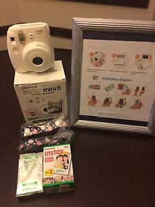 Instax 8 mini camera + 39 pictures