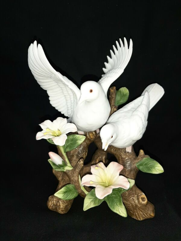 Beautiful White Porcelain Doves Figurines Setting On A Branch With Flower (bin6)