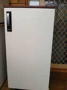 hitachi fridge freezer. approx 165 litre hitachi fridge freezer with crisper drawer hitachi fridge freezer