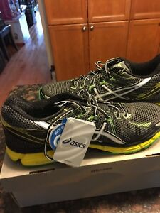 Asics GT2000 running shoes - new in box (Size 11.5)
