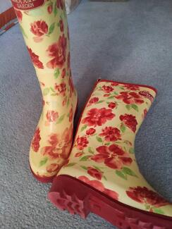 BEAUTIFUL LAURA ASHLEY GUMBOOTS (CRASSIDA)  ROOMY SIZE 36 Kingston Kingborough Area Preview