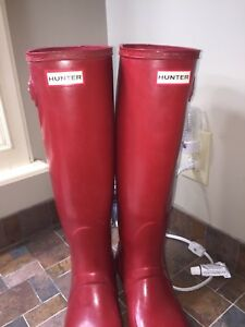 Red Hunter boots size 9