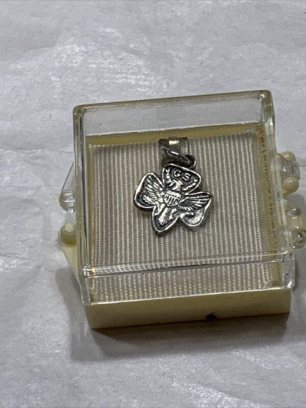 "vtg 70s girl scouts of america 1/2"" charm emblem original preststiom box"