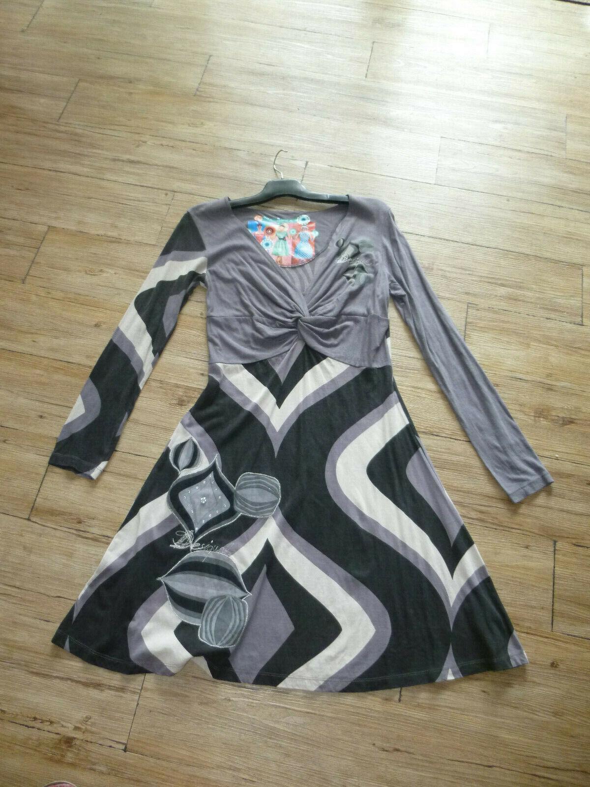 Robe désigual t. l (40/42) - porté 1 fois seulement