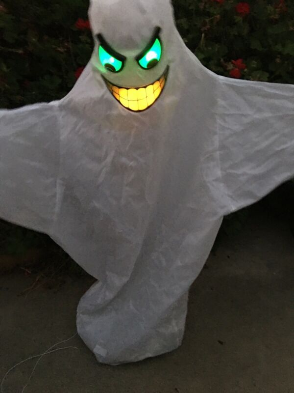 Floating Monsters GHOST Light Up Face Wanders around Room Halloween Prop VIDEO