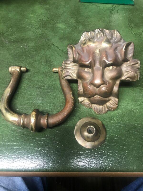 ANTIQUE BRASS OR BRONZE LION HEAD DOOR KNOCKER