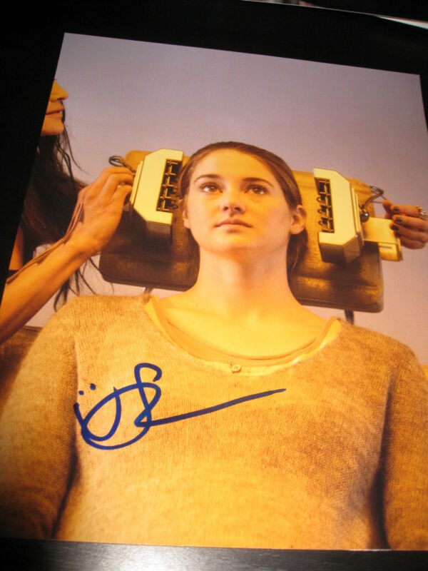 SHAILENE WOODLEY SIGNED AUTOGRAPH 8x10 PHOTO DIVERGENT PROMO IN PERSON COA G