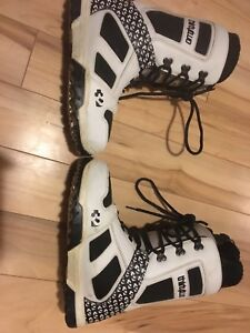 Thirty two snowboard boots size 11