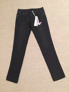 Women/Girl- lot of clothing size 5 women's/youth- see pics London Ontario image 3