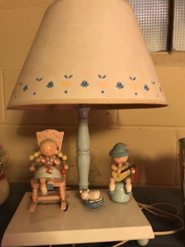 Vintage-Nursery-Originals-Wooden-Kids-Wind-up-Musical-Lamp-Rocking-Chair-Irmi