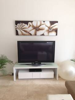 Stunning Gloss White TV Unit East Perth Perth City Preview