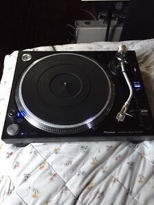 Pioneer PLX-1000 Professional turntable in excellent condition