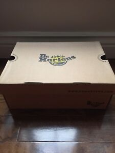 BRAND NEW DR. Martens ALIX POINTED TOE BOOTS WOMENS SIZE 8/39 EU
