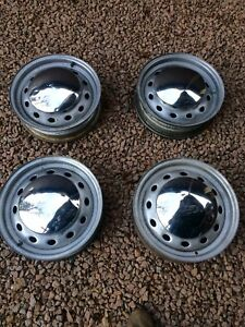 MG MGB 4 DISC WHEEL SET WITH HUBCAPS AND NUTS