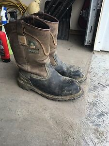 Size 9 carhartt CSA approved work boots