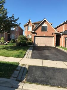 NEWMARKET! FANTASTIC AREA! FULLY DETACHED BEAUTIFUL HOME!