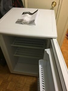 Min up right freezer