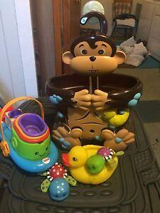 Monkey bath toy holder and bath toys