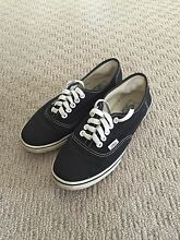 Girls Black & White Vans Alderley Brisbane North West Preview