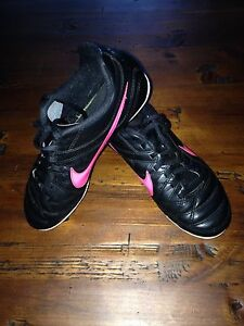 NIKE SOCCER SHOES - YOUTH SIZE 2
