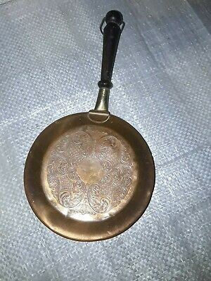 Vintage Antique Copper Bed Warmer 13.5 cm Diameter with a short wooden handle